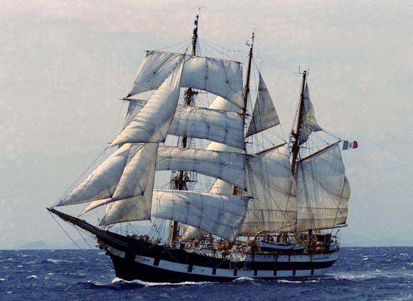 The Palinuro military training ship of the Navy takes back to sea